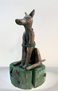Gabriele Schitzenbaumer 'der Wächter' (cave canem) 2006, keramiek-holz, unicum, 45 cm h