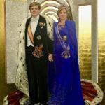Lia Laimböck 'Coronation portrait of HM Willem-Alexander and HMMaxima', olieverf met bladgoud op linnen 280 cm-h